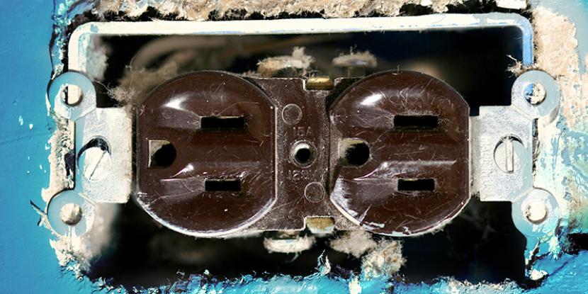 Wondering how to tell if you need to upgrade the outlets in your home? With years of experience, the experts at Mr. Electric can help you decide. Learn more!